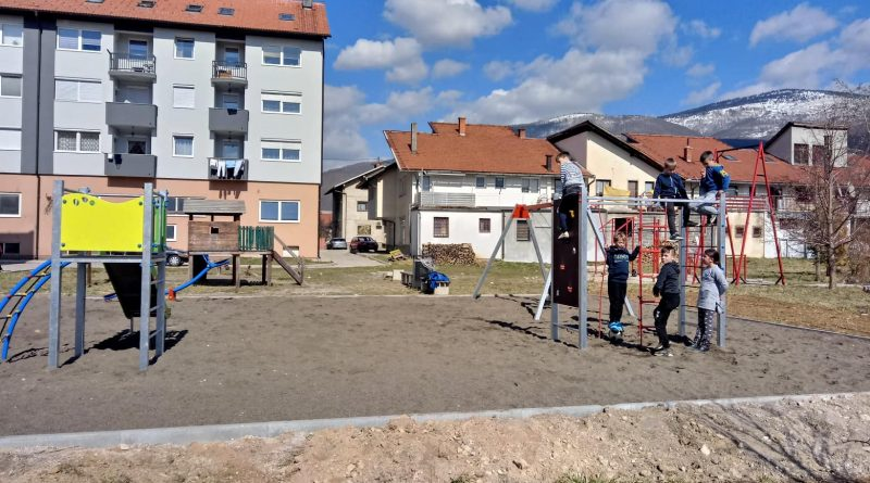"""Crveni križ Gornji Vakuf – Uskoplje realizirao uređenje dječijeg igrališta """"SLOGA"""""""