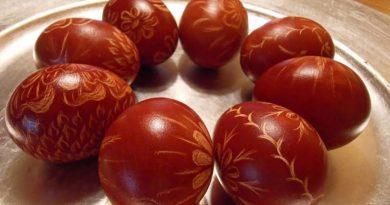 Pet legendi zašto bojimo jaja na Uskrs