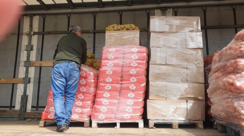 Udruženje Pomozi.ba doniralo 112 paketa hrane Centru za socijalni rad