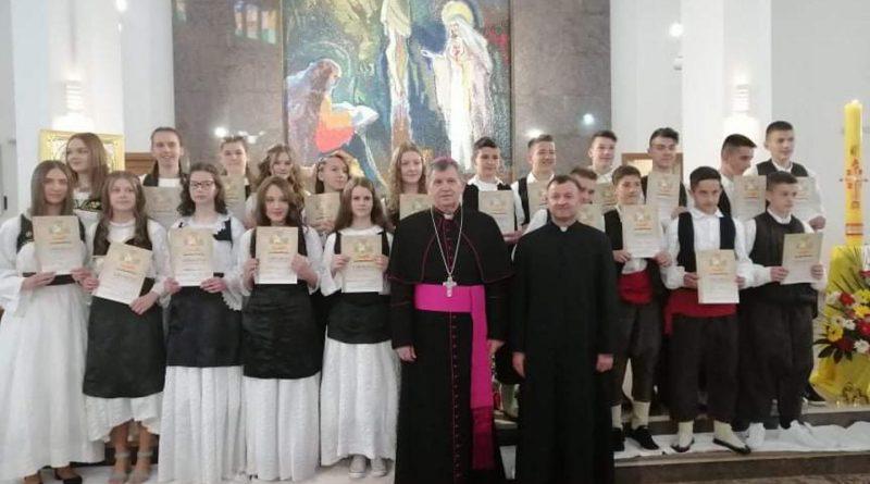 Mons. Tomo Vukšić podijelio je sakrament krizme i pričesti u Kandiji i Skopaljskoj Gračanici