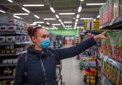 Većina stanovnika Austrije za ukidanje nošenja maski u supermarketima